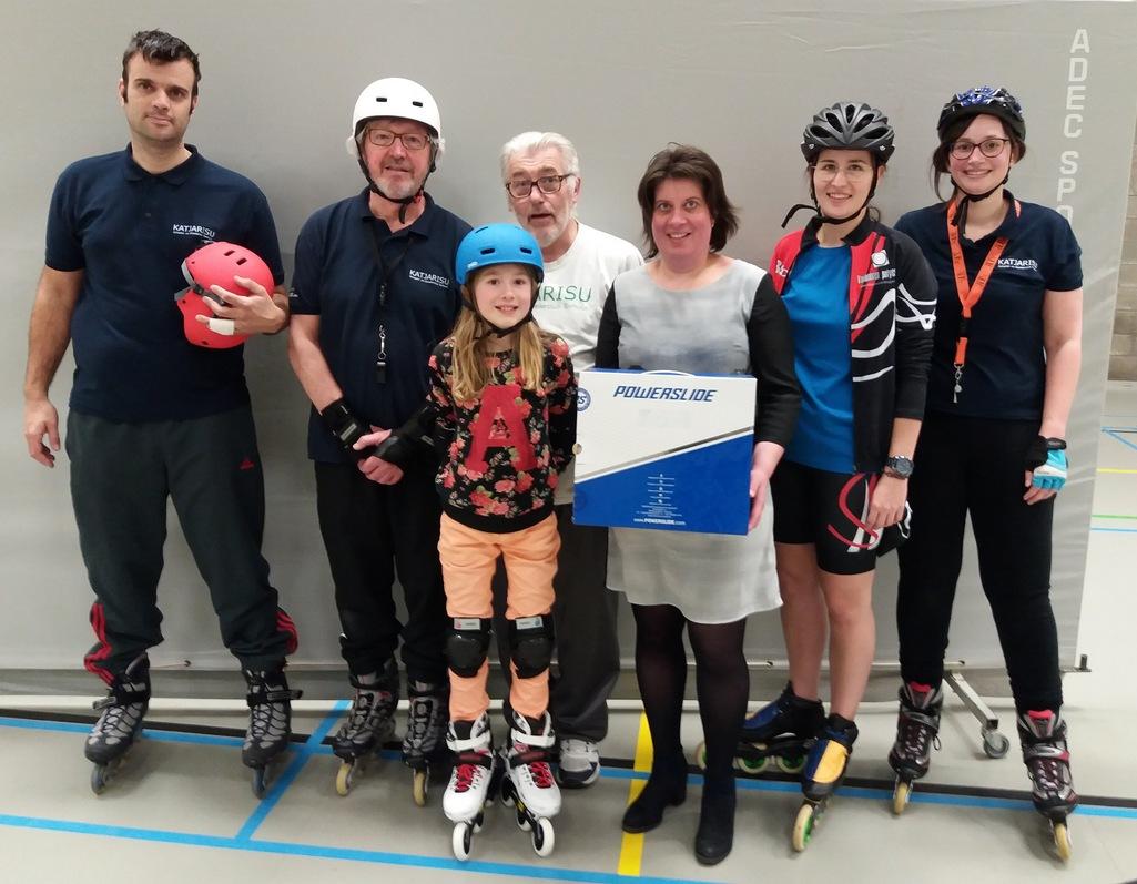 Van links naar rechts: Yoeri De Vuyst, Ivan Rabaut, Cindy Reyntiens, Kris Sucaet, Elke Vermeersch, mama van Cindy, Sarah Lermyte, Annelies Vanwalleghem.